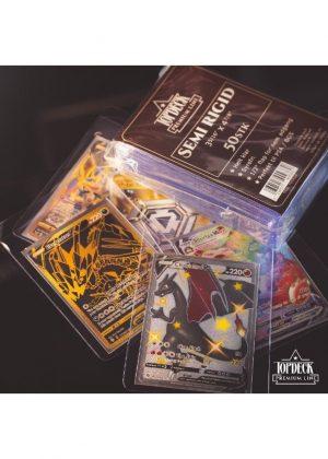 Semi Rigid Card Saver 50 stk. top-loading (84x123mm) - Topdeck Premium Line - Card saver semi regid med pokemon kort